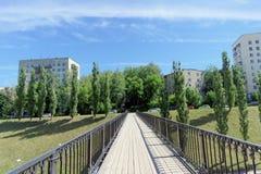 nizhny novgorod Russia - Czerwiec 30 2016 Zwyczajny most między Zalomova ulicą Otkos i Grebeshkovsky Widok od Zdjęcie Royalty Free