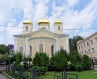 Nizhny Novgorod russia - Juli 14 2016 Kyrkliga heliga Hierarchs av serafen-Divee för helig Treenighet för MoskvaNizhny Novgorod m Fotografering för Bildbyråer