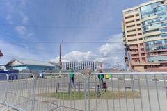 nizhny novgorod Russia - Kwiecień 27 2018 Dolzhanskaya ulica blisko stadionu futbolowego z blokującym ruchem drogowym na Zdjęcie Stock