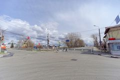 nizhny novgorod Russia - Kwiecień 27 2018 Kerch ulica blisko stadionu futbolowego z blokującym ruchem drogowym w dzień próbnego f Obrazy Royalty Free
