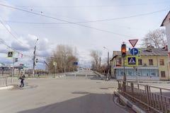 nizhny novgorod Russia - Kwiecień 27 2018 Kerch ulica blisko stadionu futbolowego z blokującym ruchem drogowym w dzień próbnego f Obraz Royalty Free