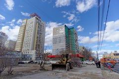 nizhny novgorod Russia - Kwiecień 27 2018 Pośpieszne naprawy i obraz fasady budynki blisko stadionu futbolowego na Sovn Zdjęcia Stock