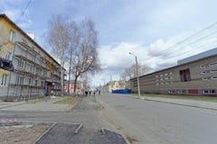 nizhny novgorod Russia - Kwiecień 27 2018 Pośpieszne naprawy i obraz fasady budynki blisko stadionu futbolowego na Sovn Zdjęcie Royalty Free