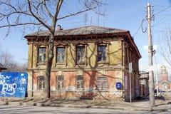 nizhny novgorod Russia - Kwiecień 10 2017 Stary drewniany dom na Malaya Yamskaya 25 Zdjęcie Royalty Free
