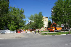 nizhny novgorod Russia - Maj 11 2016 Naprawa rurociąg ulica Sovnarkomovskaya Zdjęcia Stock