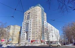 Nizhny Novgorod russia - Mars 29 2018 Bostads- mång--våning hus på Malaya Yamskaya gata 65 Arkivbild