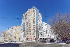 Nizhny Novgorod russia - Mars 29 2018 Bostads- mång--våning hus på Malaya Yamskaya gata 65 Royaltyfria Foton