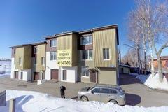 Nizhny Novgorod, Russia - 29 marzo 2018 Vendita delle case urbane nella casa sulla via 27 di Barminskaya Immagine Stock