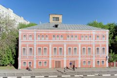 Nizhny Novgorod, Russia. - May 22.2018. Completion of preparations for the 2018 FIFA World Cup in Russia - some houses could not r. Epair facades and simply hung stock images