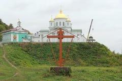 Nizhny Novgorod russia - Oktober 03 2017 Alekseevskaya för ortodox kyrka kyrka i förklaringkloster på den Chernigivska stren Royaltyfria Foton