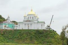 Nizhny Novgorod russia - Oktober 03 2017 Alekseevskaya för ortodox kyrka kyrka i förklaringkloster på den Chernigivska stren Royaltyfri Bild