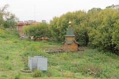 Nizhny Novgorod russia - Oktober 03 2017 Ett litet träkapell nära förklaringkloster Arkivbilder