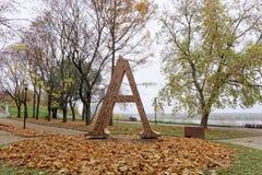 Nizhny Novgorod russia - Oktober 13 2016 Konstobjektbokstav A i Alexander Garden Royaltyfria Bilder