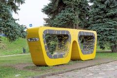Nizhny Novgorod russia - Oktober 13 2016 Konstobjektexponeringsglas i Alexander Garden Arkivbild