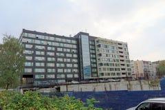 Nizhny Novgorod russia - Oktober 4 2016 Nybyggnad av en bostads- byggnad på Kerch gata 13 Royaltyfria Foton