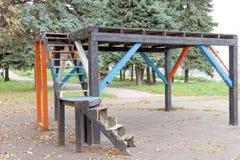 Nizhny Novgorod russia - Oktober 13 2016 Träetapp för kapaciteter i Alexander Garden Royaltyfri Foto