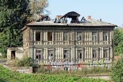 Nizhny Novgorod russia - September 13 2017 Gammal bostads- byggnad på Grebeshkovsky brant sluttning 11 Fotografering för Bildbyråer