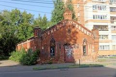 Nizhny Novgorod russia - September 13 2017 Gammalt tegelstenlager på Gogol gata 30 Royaltyfri Fotografi