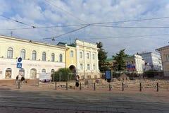 Nizhny Novgorod russia - September 12 2017 På den huvudsakliga fot- gatan av Nizhny Novgorod reparerar trottoaren Arkivbilder