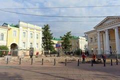 Nizhny Novgorod russia - September 12 2017 På den huvudsakliga fot- gatan av Nizhny Novgorod reparerar trottoaren Royaltyfria Foton