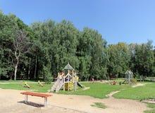 nizhny novgorod Russia - Sierpień 01 2016 Dziecka boiska gemowy kompleks w Kulibina parku - stara część boisko Zdjęcia Stock