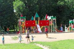 nizhny novgorod Russia - Sierpień 01 2016 Dziecka boiska gemowy kompleks w Kulibina parku Obraz Royalty Free