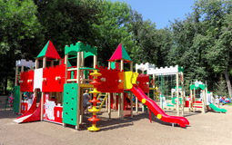 nizhny novgorod Russia - Sierpień 01 2016 Dziecka boiska gemowy kompleks w Kulibina parku Zdjęcia Stock