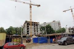 nizhny novgorod Russia - Wrzesień 06 2017 Budowa mieszkaniowy kompleksu dom na wolności lokalizować Zdjęcie Royalty Free