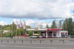 nizhny novgorod Russia - Wrzesień 06 2016 Samochód refueling LUKOIL Zdjęcia Stock