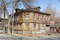 Nizhny Novgorod, Russie - 10 avril 2017 La vieille maison en bois sur Malaya Yamskaya 23 Image stock