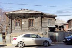 Nizhny Novgorod, Russie - 10 avril 2017 La vieille maison en bois sur Malaya Yamskaya 3 Photos stock