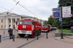 Nizhny Novgorod, Russie - 15 juin 2016 Beaucoup de voitures du ministère des situations d'urgence sont arrivées à l'appel Image stock