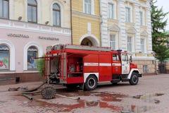 Nizhny Novgorod, Russie - 15 juin 2016 Beaucoup de voitures du ministère des situations d'urgence sont arrivées à l'appel Photographie stock libre de droits