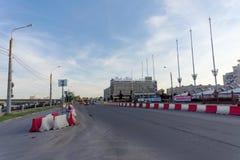 Nizhny Novgorod, Russie - 14 juin 2016 Vue de place de Lénine et de barrières provisoires sur l'hôtel de chaussée et de parc image stock