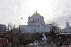 Nizhny Novgorod, Russie - 24 mars 2017 Le monastère d'annonce dans Nijni-Novgorod Une vue de l'église d'Alekseevskaya de t Image libre de droits
