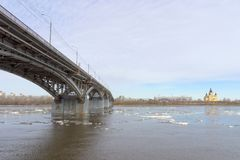 Nizhny Novgorod, Russie - 24 mars 2017 Pont de Canavinsky plus de Photos stock