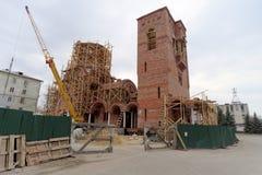 Nizhny Novgorod, Russland - 10. April 2016 Bau der Kirche zu Ehren St.-Seraphs von Sarov Lizenzfreies Stockfoto