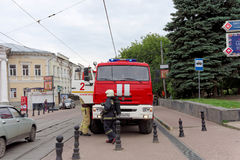 Nizhny Novgorod, Russland - 15. Juni 2016 Viele Autos des Ministeriums der Notsituationen kamen zu dem Anruf Stockfotografie