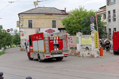 Nizhny Novgorod, Russland - 15. Juni 2016 Viele Autos des Ministeriums der Notsituationen kamen zu dem Anruf Stockfotos