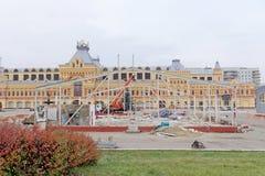 Nizhny Novgorod, Russland - 26. Oktober 2017 Die Nischni Nowgorod Messe war die Zerstörung von zwei vorübergehenden Pavillons, di Lizenzfreie Stockbilder