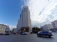 Nizhny Novgorod, Russland - 13. September 2018 Bau des komplexen Wohnhauses auf der Freiheit gelegen in der Mitte von Th Lizenzfreie Stockbilder