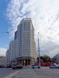 Nizhny Novgorod, Russland - 13. September 2018 Bau des komplexen Wohnhauses auf der Freiheit gelegen in der Mitte von Th Lizenzfreie Stockfotografie
