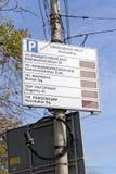 Nizhny Novgorod, Russland - 30. September 2016 Informationsbrett über die Verfügbarkeit von Parkplätzen in der Mitte von Nizhny N Lizenzfreie Stockfotografie