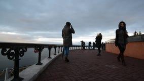 Nizhny Novgorod Ryssland - 03 11 2015 Folket är stock video