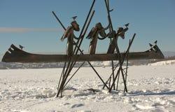NIZHNY TAGIL, REGIÓN DE SVERDLOVSK, RUSIA - 16 DE FEBRERO DE 2016: Foto de los pioneros de la escultura en el Chusovaya Foto de archivo