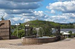 NIZHNY TAGIL, RUSSLAND - 11. JUNI 2015: Foto des Eingangs zum Park genannt nach Bondina Stockbild