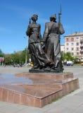 NIZHNY TAGIL, RUSSLAND - 14. MAI 2012: Foto des Monuments zu den ersten Mitgliedern des Komsomol von Nizhny Tagil Stockbild