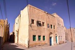 NIZWA, ОМАН: Традиционные дома в Al Aqr, старом огороженном квартале внутри Nizwa Стоковая Фотография