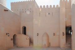 Nizwa fort på en ljus solig dag, Oman Arkivfoto