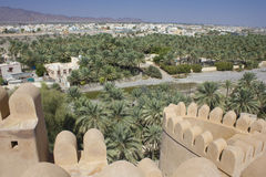 Nizwa fortslott och landskapet, Oman Royaltyfria Foton